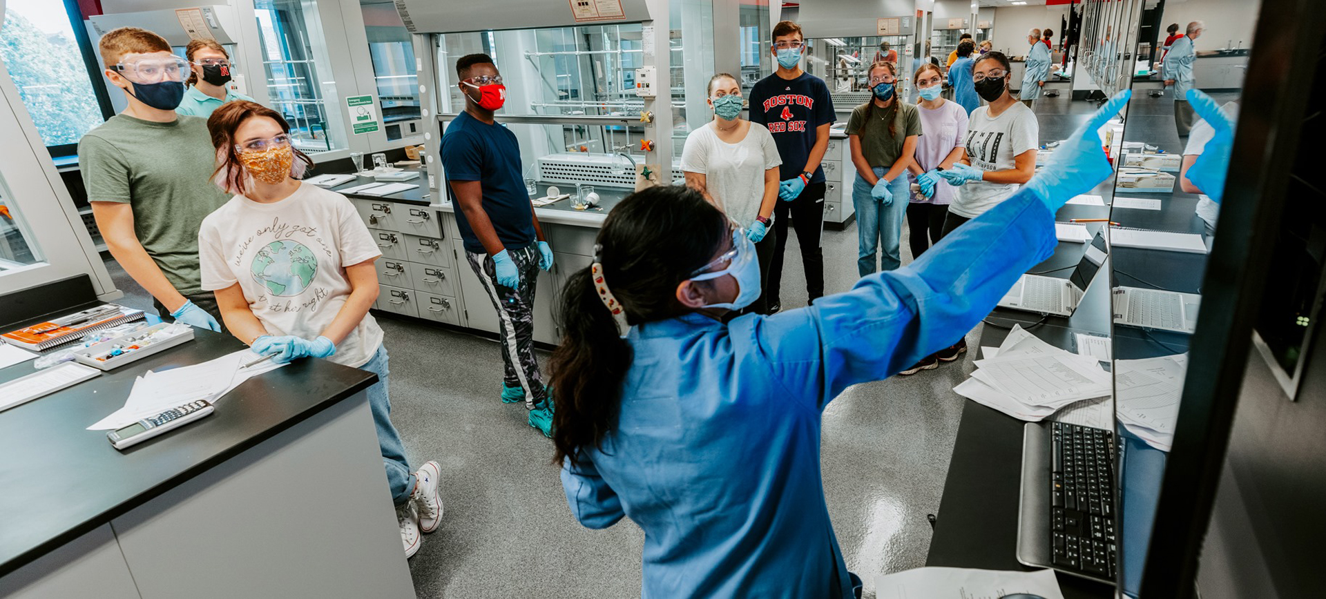 A teaching assistant instructing undergraduate students in the newly renovated organic chemistry labs.