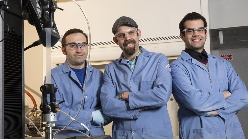 Team creates elastic materials that gleam when stretched